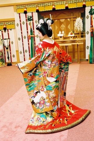 Womens clothing - Uchikake (打掛) Uchikake are very formal kimono, most commonly worn by brides at weddings. They are very long with a padded hem to protect the kimono as it trails across the floor, and are decorated with elaborate patterns and embroidery. Uchikake are worn over top of other kimono like a coat and therefore are not belted with an obi. Entirely white uchikake called shiromuku (白無垢) and colourful uchikake called irouchikake (色打掛) can both be worn as bridal kimono. They are of