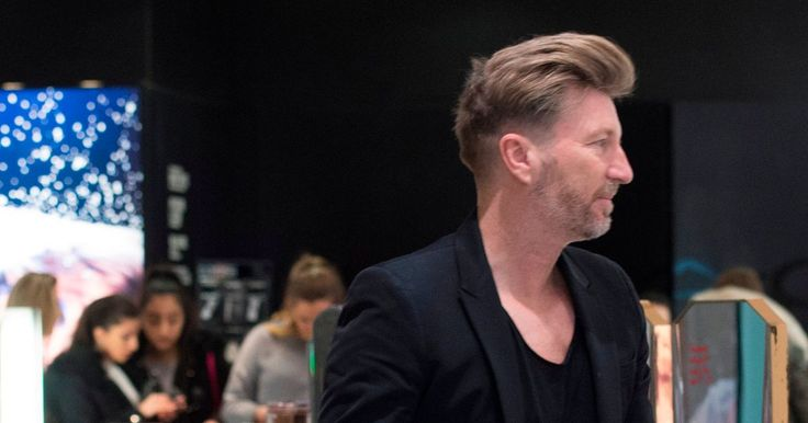 Robbie Savage one of millions of Brits to brave Boxing Day sales in record breaking splurge - Mirror.co.uk