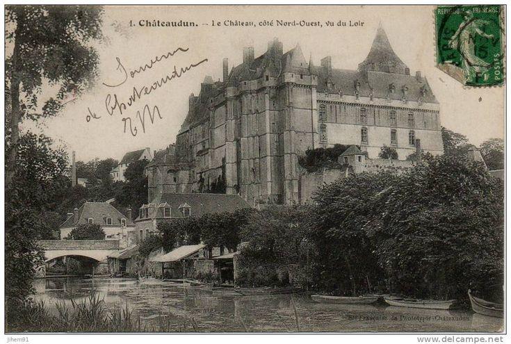 Chateaudun - Chateaudun (28 - Eure et Loir), château (côté Nord-Ouest, vu du Loir), lavoirs et barque