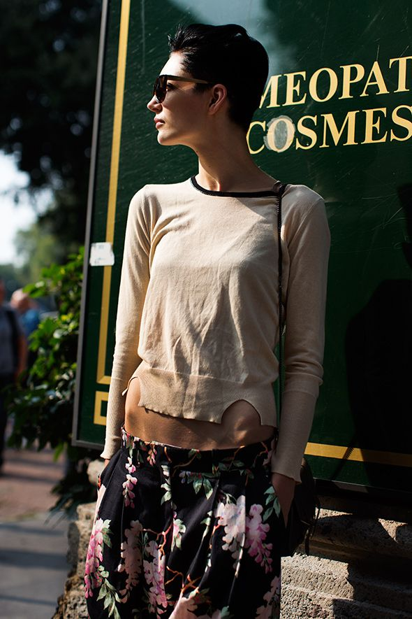 Piazza Oberdan, MilanShort Hair, Street Fashion, Thesartorialist, Shorts Hair, Casual Shirts, Model Street Style, Band Of Outsiders, The Sartorialist, Floral