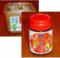 Miso soppa är den vanligaste av alla Japanska soppor. Japanerna äter den gärna varje dag och t.o.m till frukost. 1 l vatten 1 msk hondashi 4 msk Misopasta , rågade 2 skiva(or) tofu, 1 cm tjocka 3 st vårlök(ar)