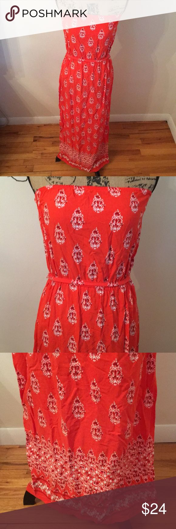 Sleeveless Bandana Print Maxi Dress I don't think this has ever been worn. Wrinkles from storage. Excellent condition. Has a hippie-boho-beach vibe. Orange and white. Would look great with dark skin. Old Navy Dresses Maxi