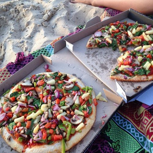 oliveearth: It doesn't get much better than eating vegan pizza…
