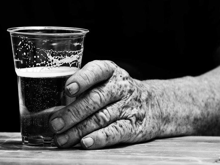 """""""Il vecchio e la giovane"""", di Giovanni Maciocco: vincitore del Premio Fotografico #Ichnusa 2010. Quest'anno la birra sarda compie 100 anni"""