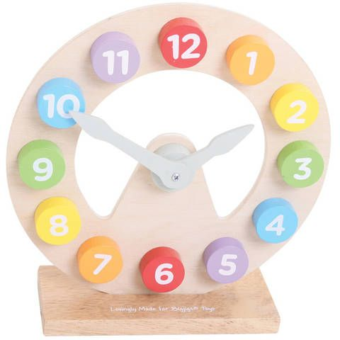 De acum inainte invatatul unitatilor de masurare a timpului va fi mult mai distractiv! Ceasul educativ este confectionat din lemn de calitate, este colorat in nuante deschise si are limbile mobile. Este un element decorativ perfect pentru orice...