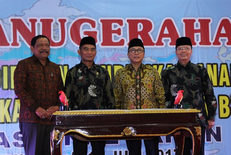 Foto bersama, Medikbud, Ketua MPR RI, Plt. Gubernur Bengkulu dan Bupati bengkulu Utara
