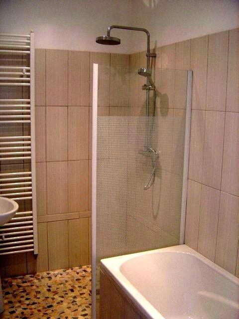 Douche italienne et baignoire dans petite salle de bain for Douche italienne appartement