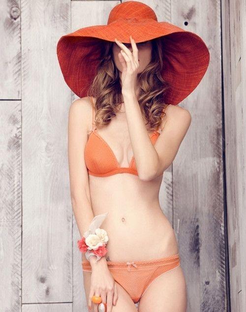Bikini naranja y capelina #Verano #Calor #Playa #MNYArgentina #Orange