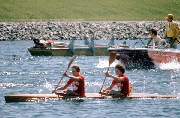 Ann Dodge et Susan Holloway du Canada participent à une épreuve de kayak aux Jeux olympiques de Montréal de 1976. (Photo PC/AOC)
