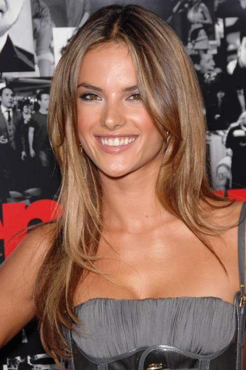 Medium brown hair with caramel highlights #caramelhairstyles