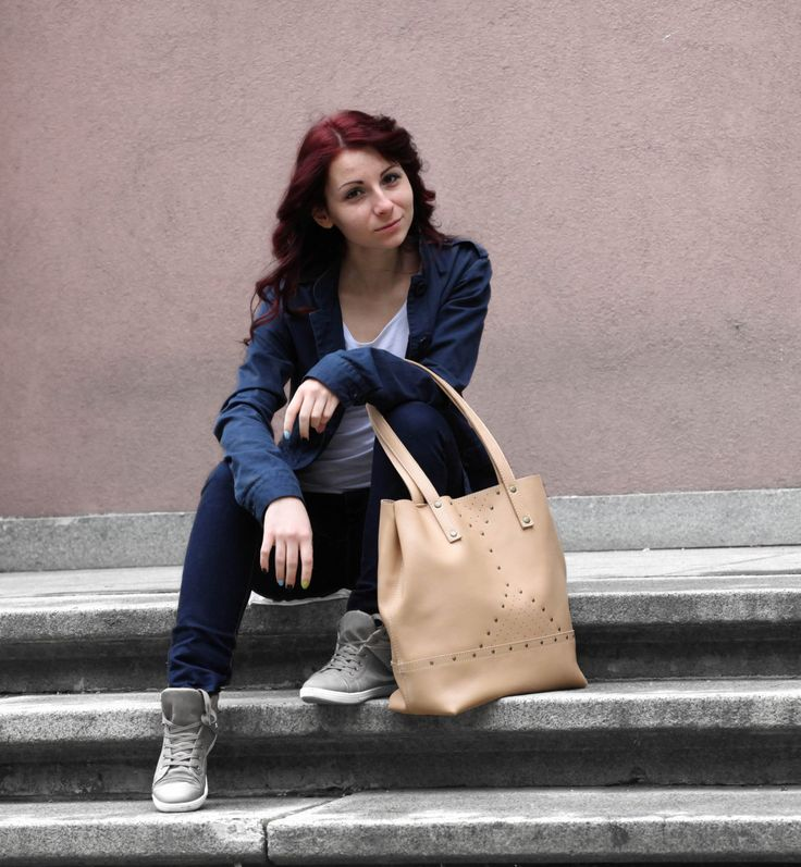 Nude leather tote bag. Beige leather shoulder bag. | 5plus on Handmade in Europe
