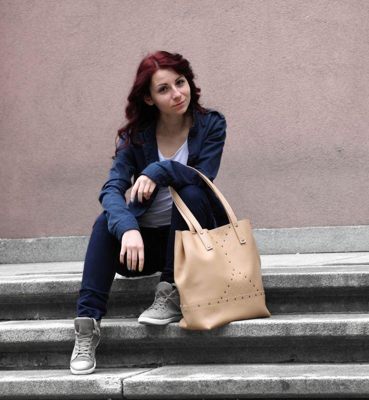 Nude leather tote bag. Beige leather shoulder bag. | 5plus on Handmade in Europe
