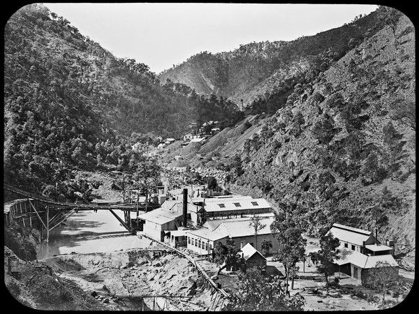 Sunlight Gold Mine, Bakers Creek, Hillgrove, NSW. Circa 1916. Have you ever been to Hillgrove? #ThrowbackThursday http://www.trade.nsw.gov.au/legal/copyright