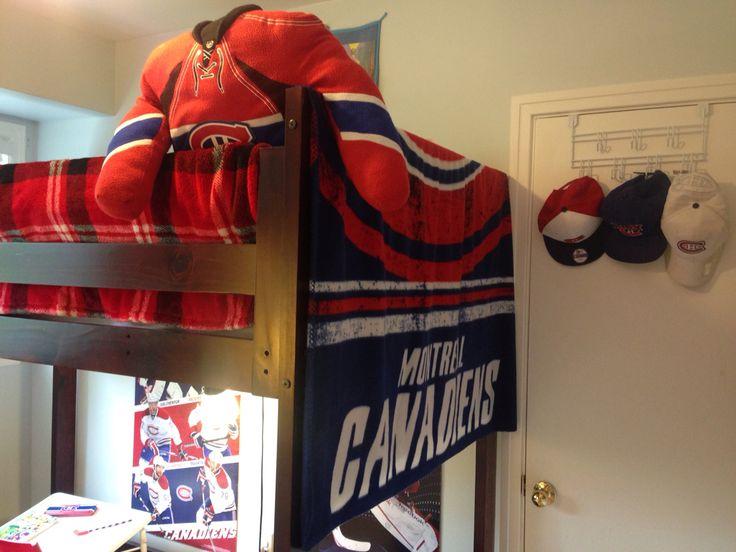 Hockey bedroom for a fan!