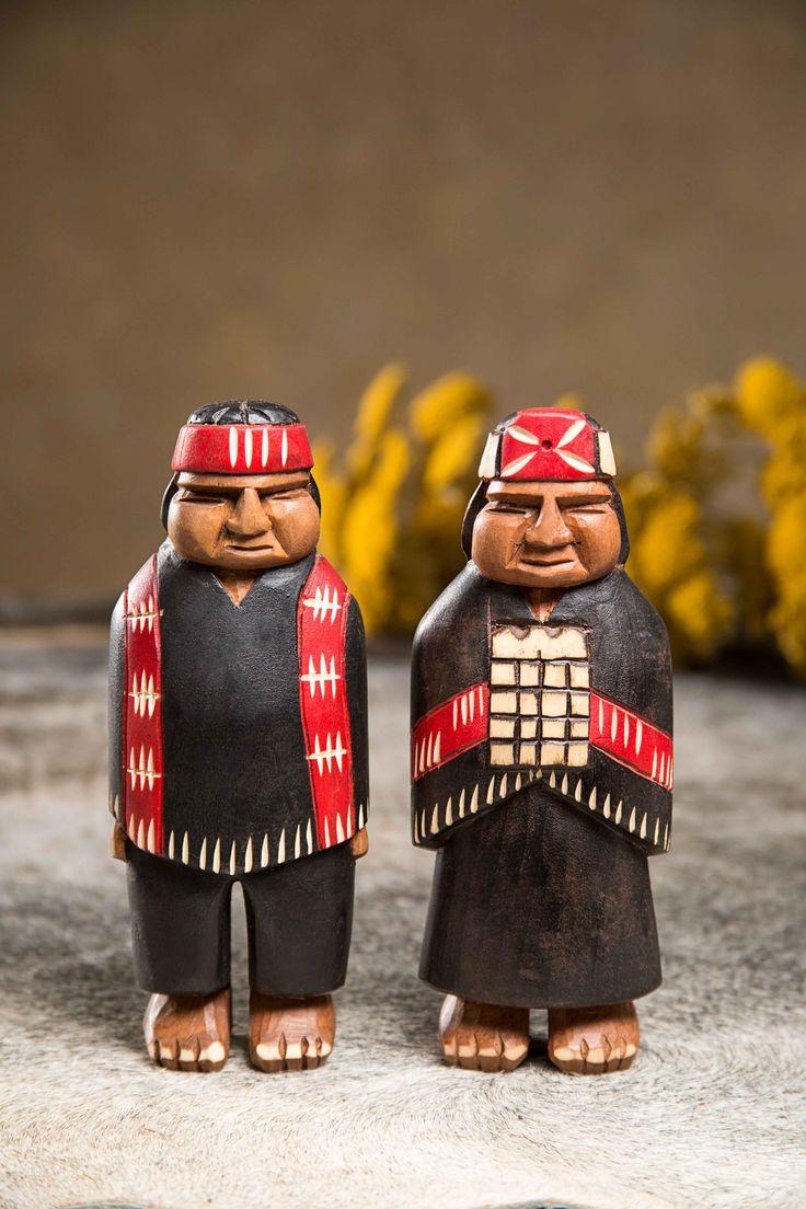 Figura decorativa de madera: pareja de mapuches. #Villarrica