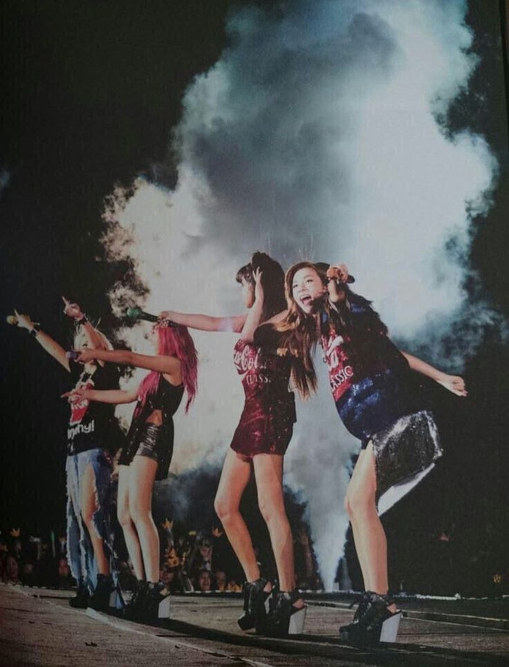 I miss them having so much fun on stage #2ne1