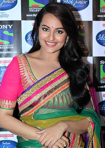 Saree is the most graceful garment the Indians have come up with, believes Sonakshi Sinha!