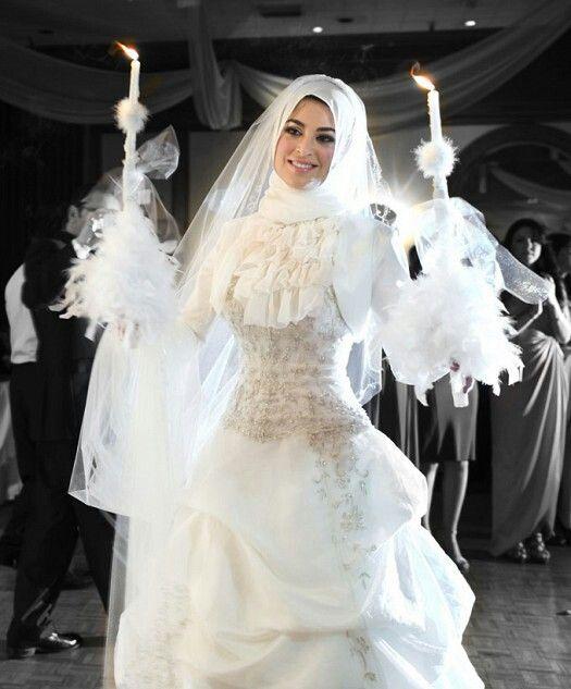 Bascota spring wedding outfits