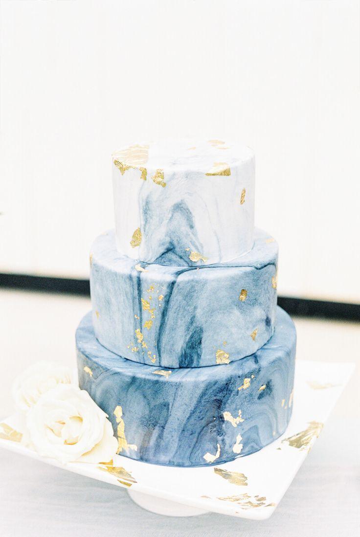 Hochzeitstorte aus Marmor und Goldfolie – Amy Pie – #Amy #Goldfolie #Hochzeitstorte …   – Desserts Rezepte