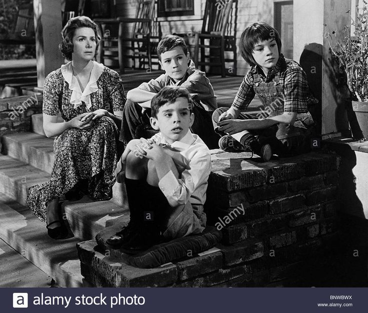 Download this stock image: PHILLIP ALFORD JOHN MEGNA & MARY BADHAM TO KILL A MOCKINGBIRD (1962) - BNWBWX from Alamy's library of millions of high resolution stock photos, illustrations and vectors.