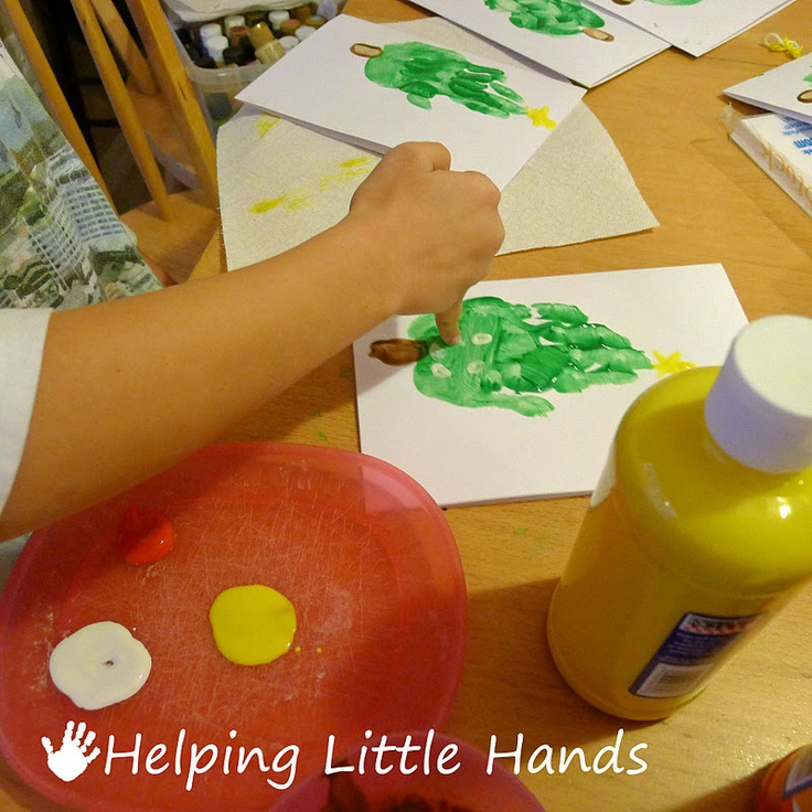 Helping Little Hands: Handprint Christmas Tree Cards: Tutorial
