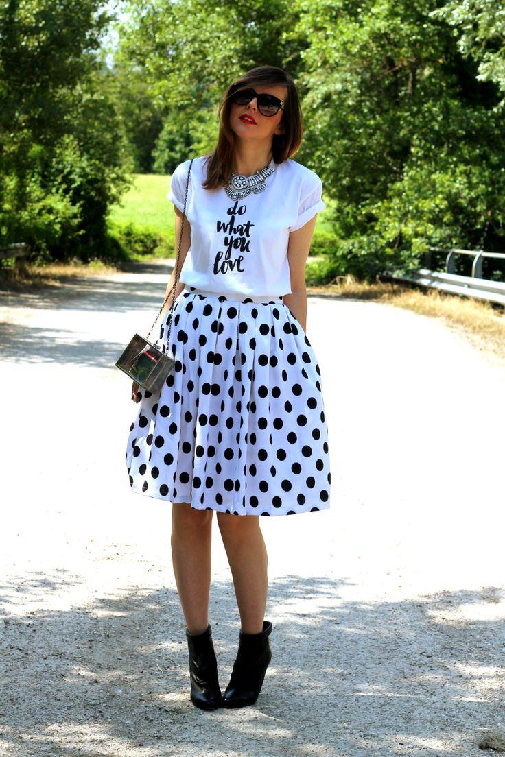 #ootd #outfit #midiskirt #polkadot #pois #printedshirt #statementnecklace #fashionblogger