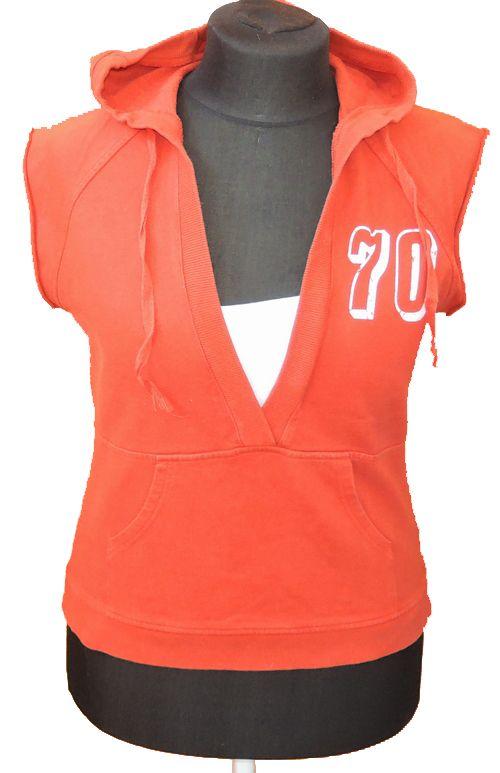 BRUMLA.CZ – Značkový dětský a dospělý second hand a outlet, použité oděvy pro děti a dospělé - Dámská červená mikinová vesta s číslem a kapucí zn. Next