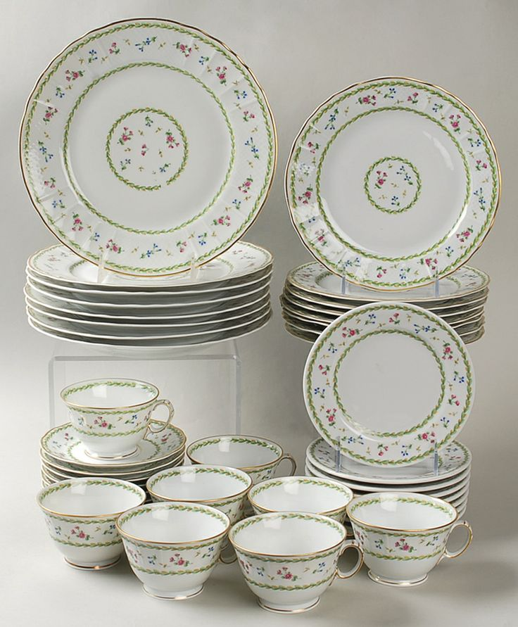 """Artois"" china pattern in green with flowers on rim from Bernardaud."