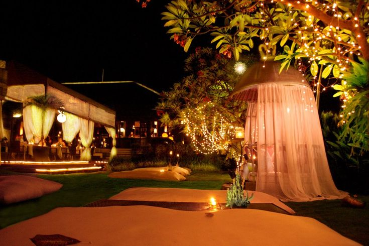 very-romantic-garden-design-with-gazebo-using-canopy-bed-decoration-with-warm-lighting-and-candle