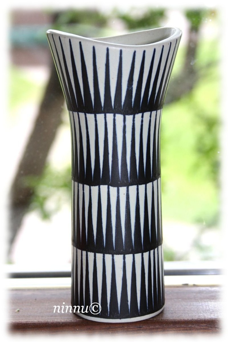 Ceramic vase by Kupittaan savi of Finland. More info from blog 70-luvulta, päivää!