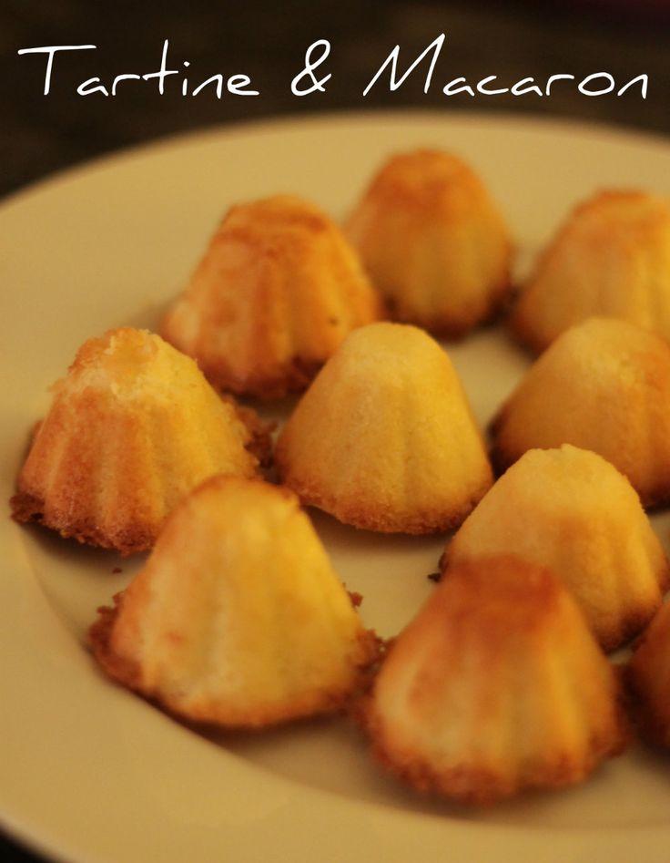 I congolesi al cocco sono dei fantastici pasticcini fatti in casa, dolcetti deliziosi da preparare in un battibaleno con pochi e semplici ingredienti.