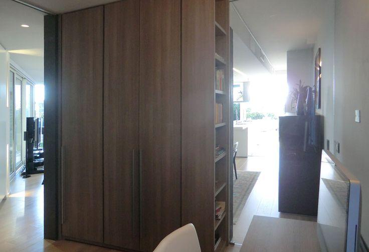 Progetto di un piccolo studiolo che funga anche da stanza per gli ospiti? Si può!  È importante progettare al centimetro gli spazi e i flussi.