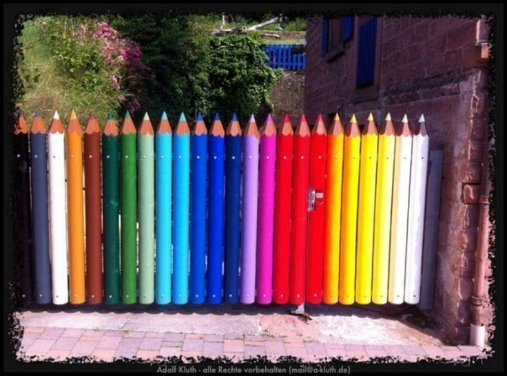 Palisade in the form of pencils