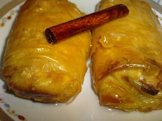 Γαλακτομπούρεκο με μαστίχα αποτελεί το γλυκό που θα σαγηνεύσει όλους τους καλεσμένους σε επίσημο δείπνο