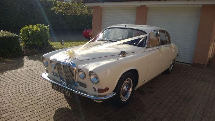 1966 Daimler sovereign in antique white, #lesleycutlerbridal #voguebride #luxurywedding #gettingmarried #weddings #bridetobe #miltonkeynes #buckinghamshire #hertfordshire #bedfordshire