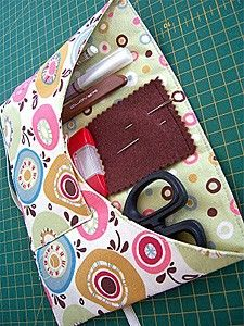 Oh my word!! This site is amazing! Everything you need to know about making bags, totes, purses and organizers ♥