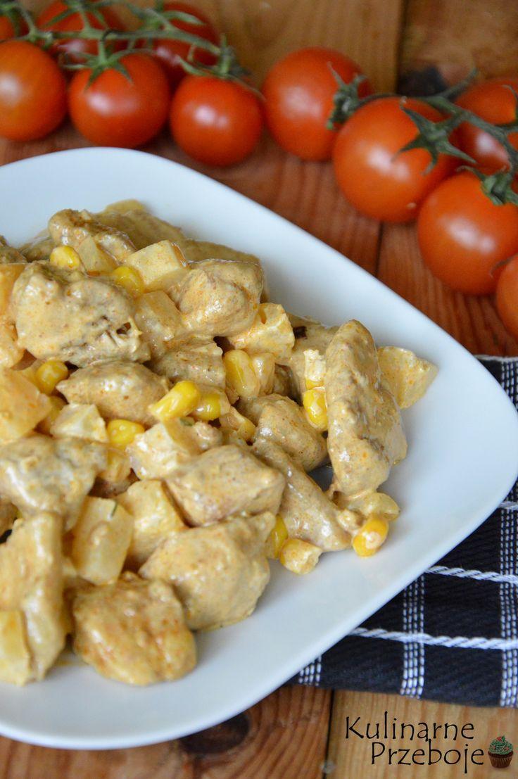 Sałatka z kurczakiem gyros i ananasem, Sałatka z kurczakiem, ananasem i kukurydzą.