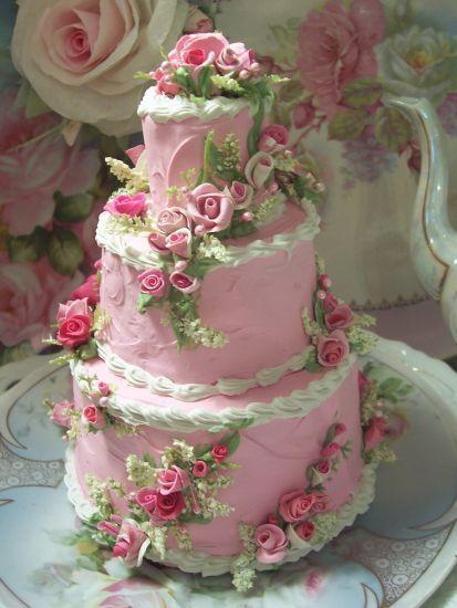 Tower23 Shabby Cottage Rose Decorated Fake Cake Charming