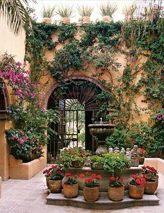 Mexican decor: A dream Mexican-style home.