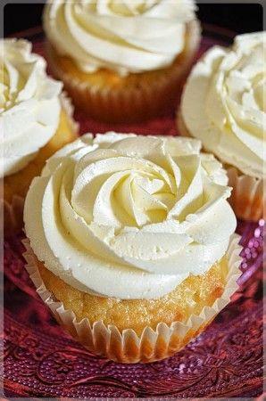 Muffiny z kremem w kształcie róży o smaku cytrynowym