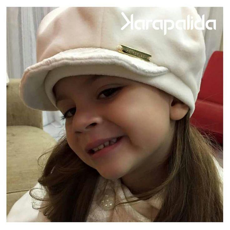 A filha da Jennifer Hellen Silvestre Machado, de Mauá, ficou linda e quentinha com o sobretudo e boina da Karapalida. Amamos o clique!  #karapalida #inverno2015 #elausa #clientediva