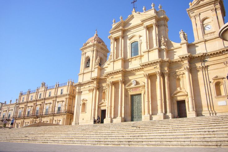 https://flic.kr/p/aunu5b | Cattedrale di San Nicolo, Noto | With a monumental staircase by Paolo Labisi, this Baroque masterpiece was built in 1776.
