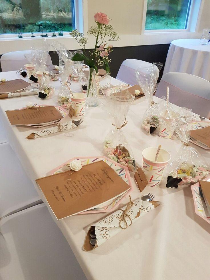 Barn bordet på bröllopet