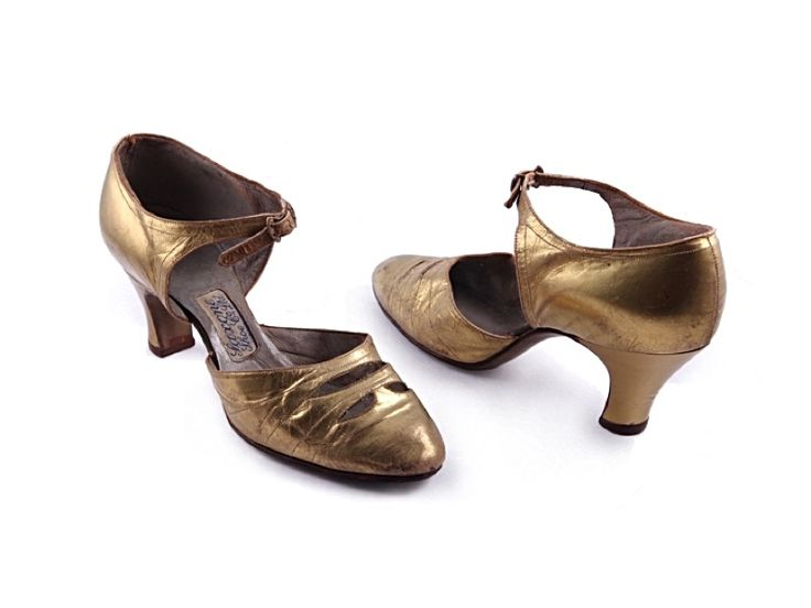 Shoe-Icons / Shoes / French gold deco shoes with the over the instep centre buckled strap.1930s