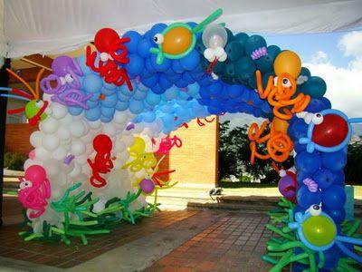 Arco de globos para bienvenida a la fiesta de playa for Decoracion de piscinas