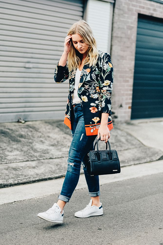 floral blazer and sneakers outift