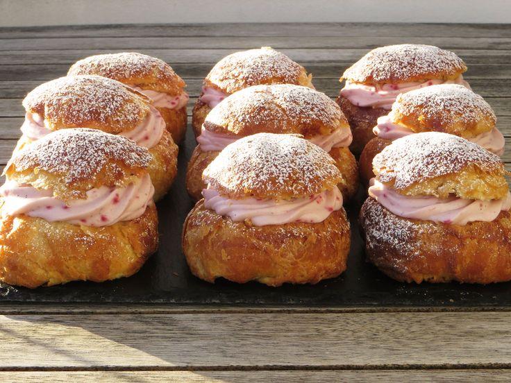 Fastelavnsboller med hindbærcreme (recipe in Danish)