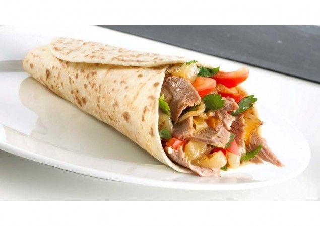 Piadine con kebab di pollo e peperoni, la ricetta