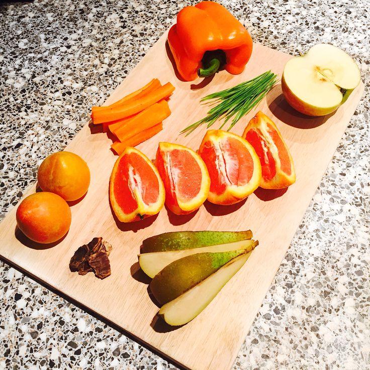 Сладкий перец является рекордсменом по содержанию аскорбиновой кислоты. Витамина С в нем даже больше, чем в черной смородине и лимонах.  В болгарском перце содержатся вещества, которые помогают избавиться от депрессивного состояния и вернуть силы истощенному организму. #health #smoothie #goodmood #foodporn #carrot #carob #plum #bloodorange #orange #apple #sproutsofwheat #vitgrass #pear #pepper #freshpaper