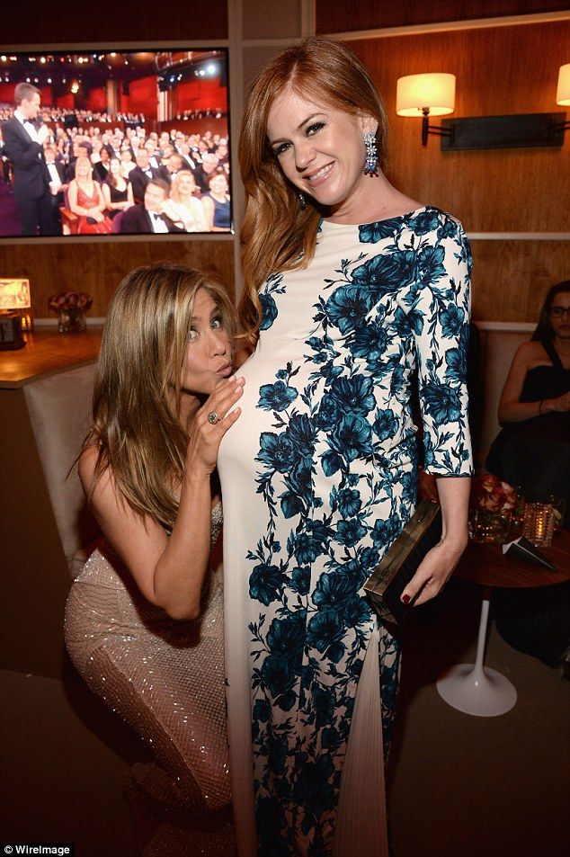 Isla Fisher is majorly bumpin' with third baby due any day! #islafisher #sashabaroncohen